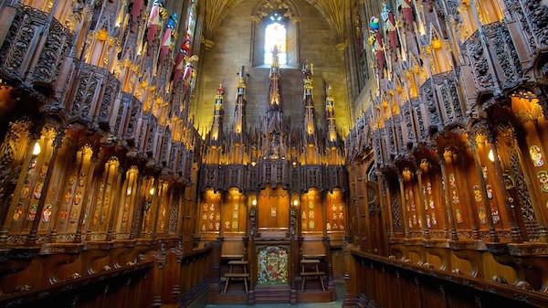 l'interno della cattedrale di st giles a edimburgo