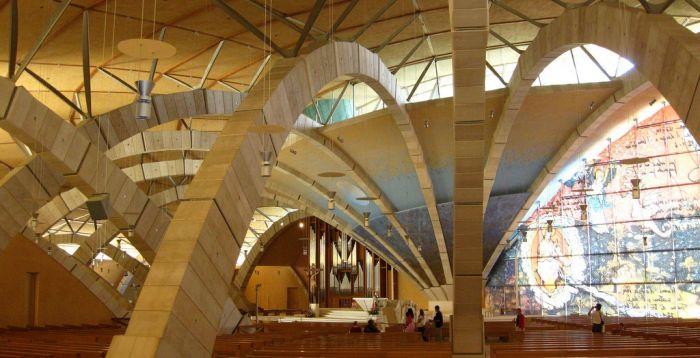 L'interno della Cattedrale in uno dei rari momenti di calma