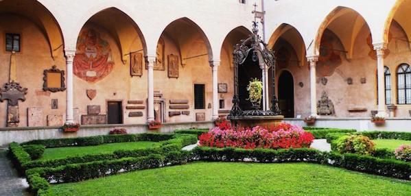 il chiostro della basilica