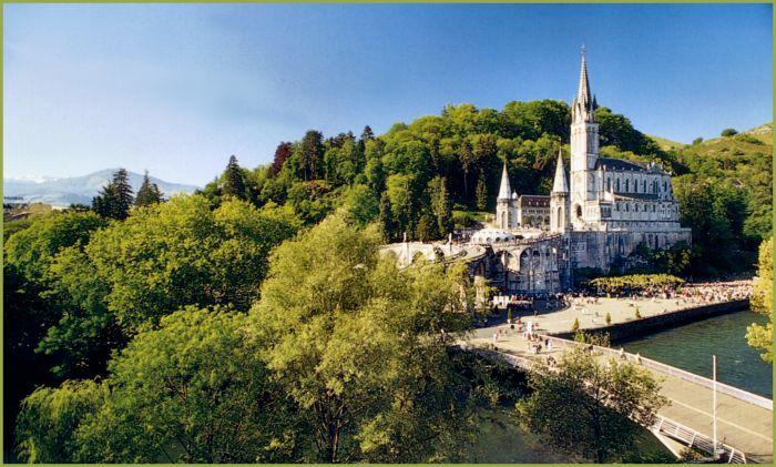 La maestosa Basilica di Lourdes