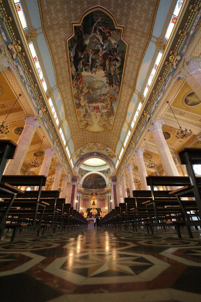 Interno Santuario della Madonna Nera di Tindari