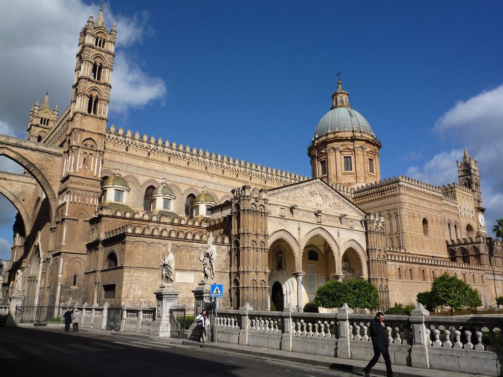 Cattedrale di Palermo esterno