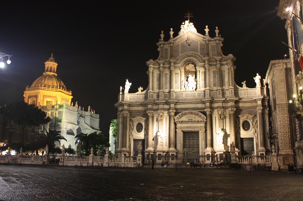 Cattedrale di Sant'Agata a Catania di notte