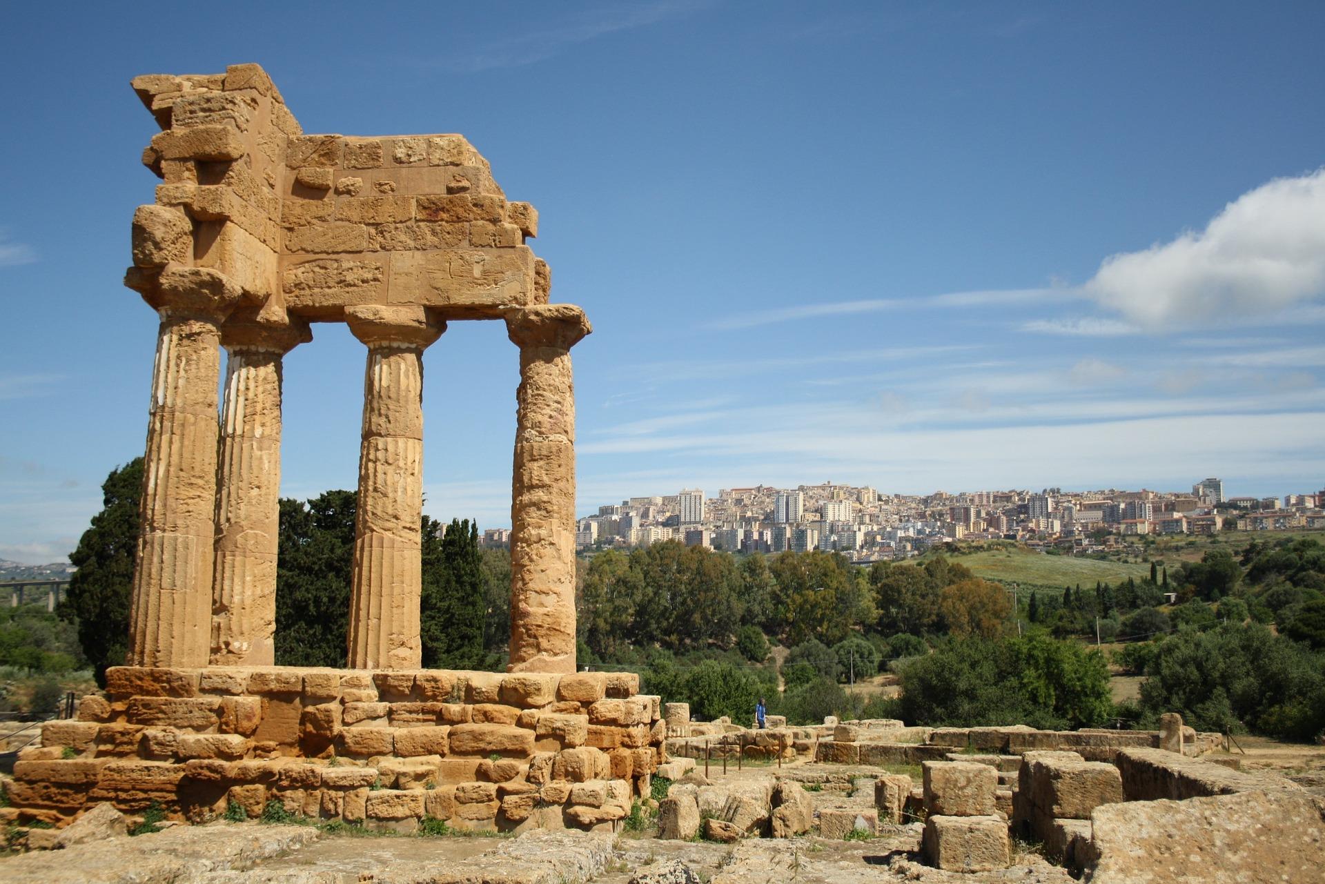 Veduta di Agrigento dalla Valle dei Templi