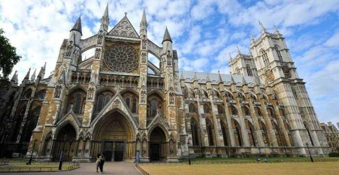Abbazia di Westminster, in stile gotico, sorge al centro della città